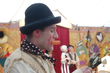 Clown_at_giffords_circus